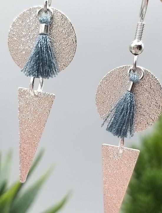 Boucles d'oreilles pendantes pompons bleu ardoise en acier inoxydable