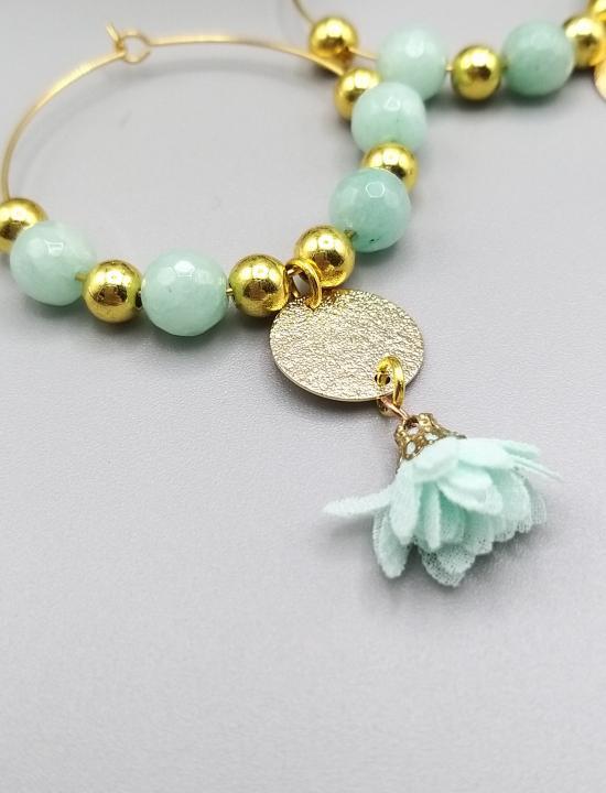 Boucles d'oreilles créoles fleurs et pierre gemme Agate vert d'eau/doré